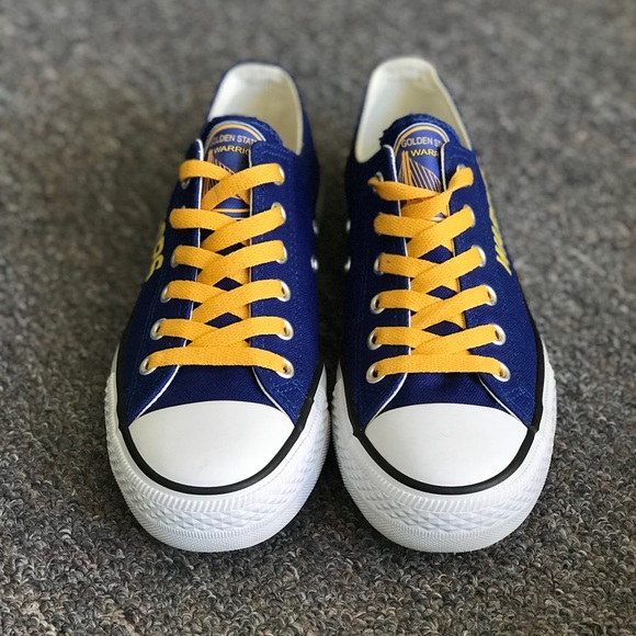 38a67af75e5d21 Golden state Warriors shoes (like converse). M 5a7bbca2a44dbe6192d1eee7